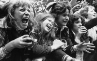 teenagers-screaming-at-pop-concerts-in-the-1960s-and-1970s-15